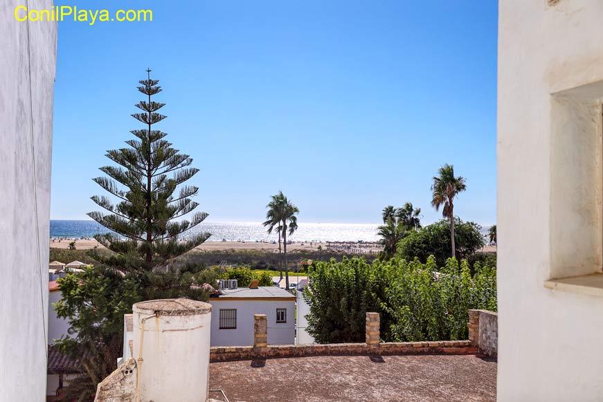 Vista de la playa de Los Bateles desde la habitación de dos camas.