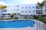 2 dormitorios,3 personas. Estupendo apartamento en Conil de la Frontera con piscina y garaje, muy cerca de la playa andando. 2 dormitorios, terraza con excelentes vistas al pinar de la Atalaya.