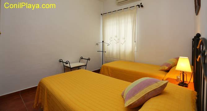 dormitorio con cuarto de baño in suite