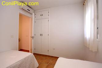 armario y aire acondicionado