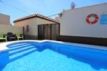 2 dormitorios,7 personas. Se encuentra en zona muy tranquila y a pocos minutos de la playa en Coche. Barbacoa, piscina, porche.