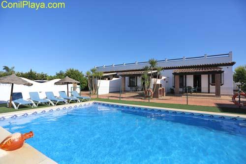 Casa con piscina en Conil, en Roche Viejo.