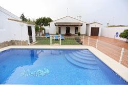 Casa con piscina en Roche Viejo, cerca del Puerto de Conil.