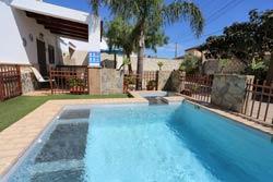 Alquiler de Casa en Conil, Barrio Nuevo para 8 personas (max 8) Con piscina. Con aire acondicionado.