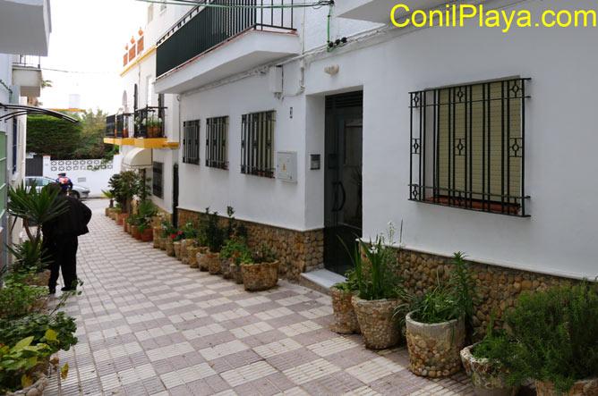 Calle peatonal donde se encuentra la casa. Al fondo la calle El Carril de la Fuente.