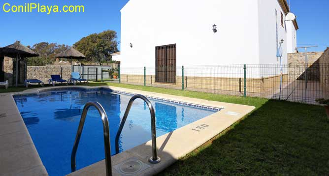 chalet en Conil con piscina