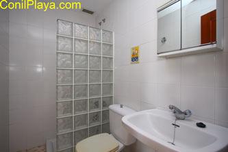 Cuarto baño de la casa con bañera