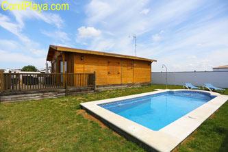 casa de madera piscina