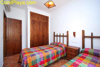 Aire acondicionado y armario del dormitorio