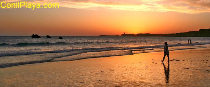 Puesta de sol en la Playa de la Fuente del Gallo