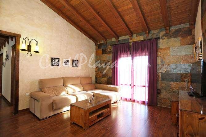 salón con sofá chaise longue