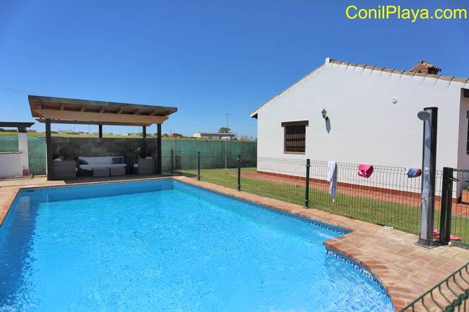 Casa con piscina en Conil, en zona tranquila