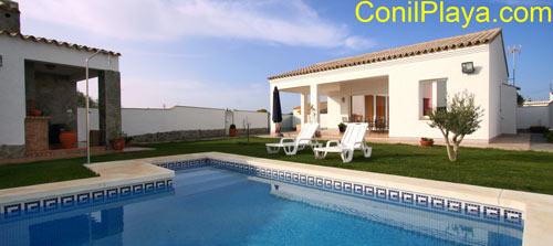 Chalet con piscina en zona muy tranquila de Conil.