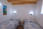 Casa de 2 dormitorios, con capacidad para 5 o 6 personas. Muy tranquila.