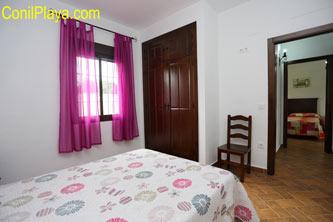 El dormitorio prinicipal tiene vestidor y cuarto de baño.