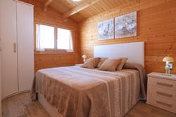 Casa rural con amplio jardin y 2 dormitorios.