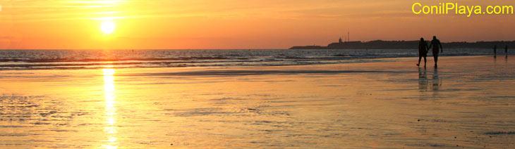 Paseando al atardecer en la playa de Conil