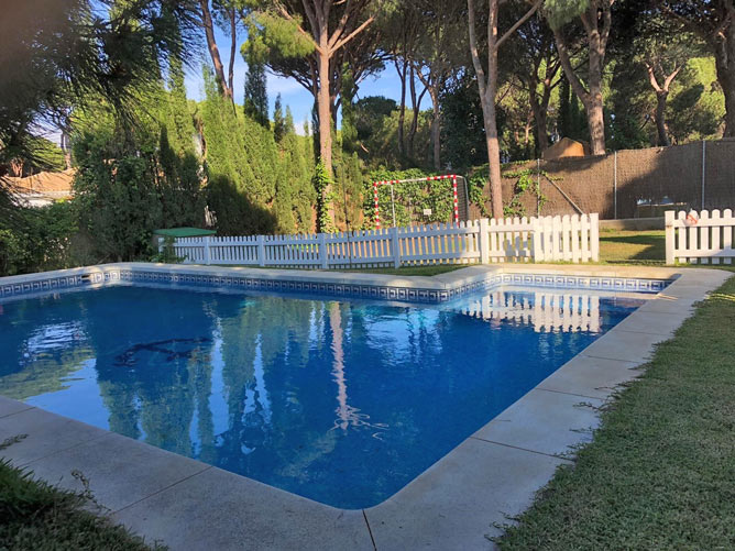 piscina privada vallada