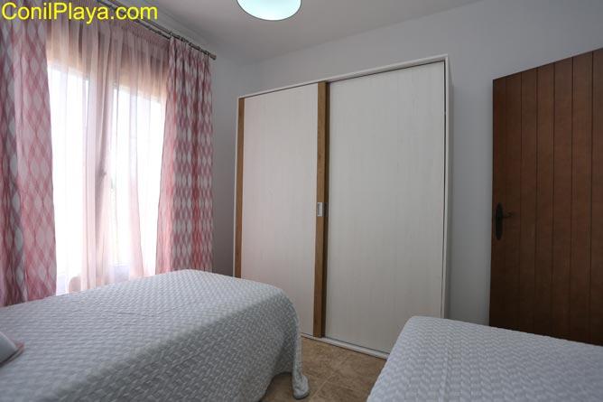 Armario empotrado del dormitorio de 2 camas.