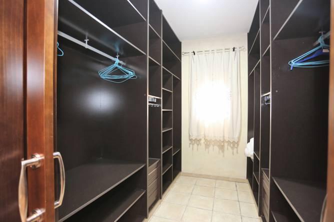 armario vestidor de color negro