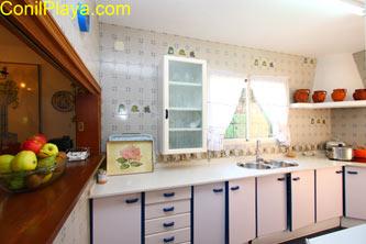 Cocina con lavavajillas y todos los electrodomésticos