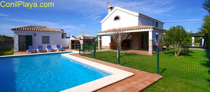 Chalet en Conil con piscina privada para alquilar de vacaciones