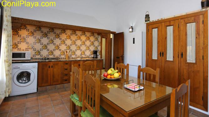 cocina y mesa comedor