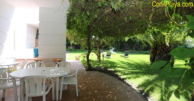 porche y jardín