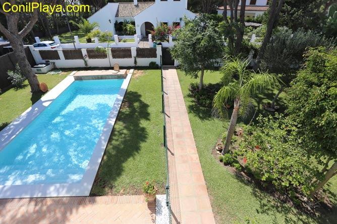 foto del chalet en Urbanización Roche en alquiler con piscina