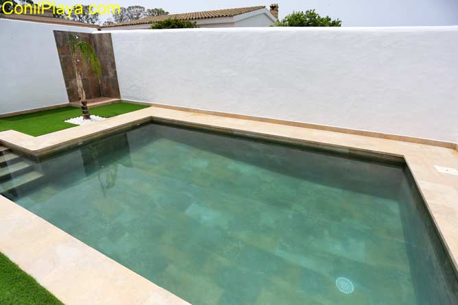 piscina con escalones