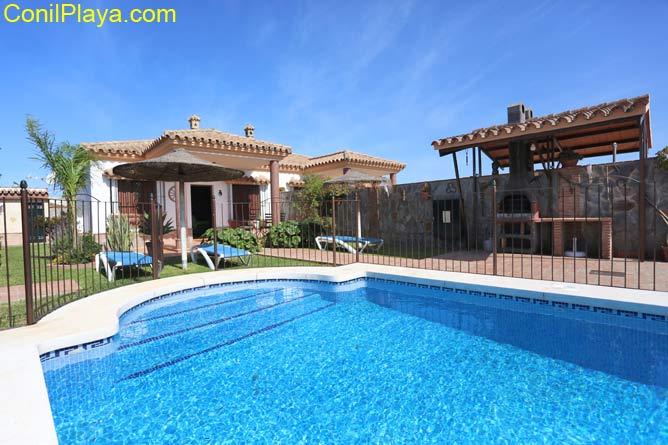 Chalet en Conil con piscina privada y barbacoa