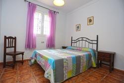 Dispone de 3 dormitorios y capacidad para 6 + 2 personas.