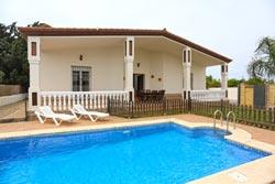 Villa rural en Conil con piscina.