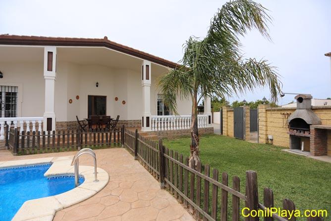 villa con piscina en Conil