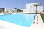 3 dormitorios,6 personas. Chalet en Conil en Urbanización Conil Selecta Costa Conil, un lugar excelente para descansar y cerca de las playas. Consta de 3 dormitorios, cocina - salón - comedor, patio terraza, jardín privado.