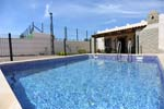 2 dormitorios,4 personas. Casa de nueva construcción con piscina privada, porche, barbacoa, aparcamiento privado situado en zona tranquila, bien comunicada y a pocos minutos de las playas de Conil. Ideal familias.