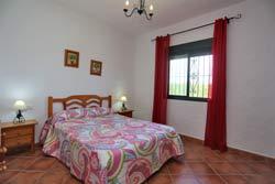 Chalet de 3 dormitorios y capacidad para 6 personas. Amplio jardin.