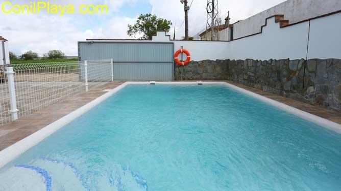 piscina con escalones de bajada