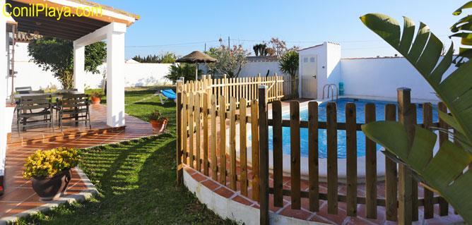chalet en Conil con piscina vallada