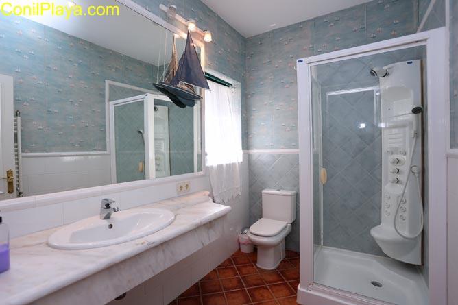 Cuarto de baño del dormitorio principal