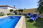 2 dormitorios,4 personas. Estupendo chalet en Conil de la Frontera con piscina privada, porche, barbacoa, situado en zona muy tranquila y bien comunicada. 2 Dormitorios.