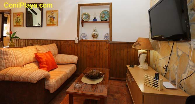 sofa del salón y televisión