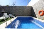 2 dormitorios,4 personas. Chalet con piscina privada en zona tranquila, muy bien comunicada y pocos minutos de Conil de la Frontera. Barbacoa, porche, aparcamiento privado, aire acondicionado.