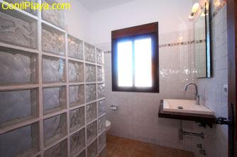 Cuarto de baño de los dormitorios pequeños.