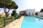 4 dormitorios,8 personas. Chalet con piscina privada muy cercano a Conil, situado en zona tranquila y muy cerca del pueblo.