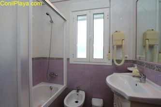 Cuarto de baño del dormitorio principal.