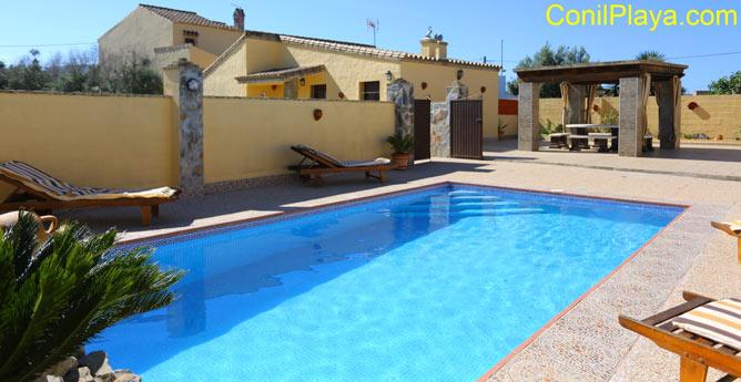 chalet en Conil con piscina privada con merendero