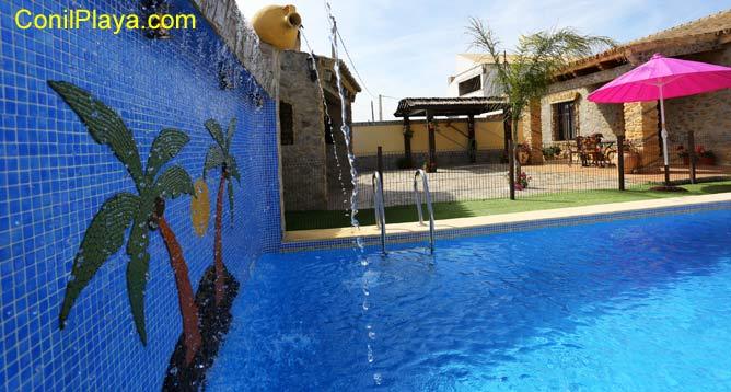 piscina con fuente
