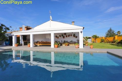 Chalet en Conil con piscina en alquiler de vacaciones.