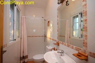 ducha del cuarto de baño